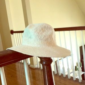 🌻 UO cream hat, OFFERS WELCOME, DETAILS below